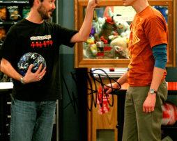 Wil Wheaton SIGNED photo: Bang Theory pointing at Sheldon